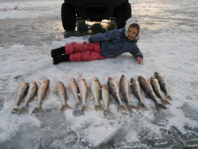 South dakota ice fishing trophy walleye ice fishing in for Walleye fishing in missouri